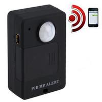 sistemas de alarma al por mayor-Venta CALIENTE Mini PIR Sensor de Alerta Inalámbrico Infrarrojo GSM Monitor de Alarma Detector de movimiento Detección Sistema Antirrobo con Adaptador de Enchufe de la UE