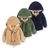 меховые набивные пальто оптовых-Мальчики с капюшоном с капюшоном с капюшоном Baby Boy Winter Мягкая хлопчатобумажная куртка Классическая дизайнерская куртка для детей с капюшоном Меховая кашемировая утолщающая куртка 3-10T