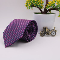corbata a cuadros negro rojo al por mayor-Venta caliente a estrenar Classic Plaid Tie Striped rojo amarillo verde negro gris púrpura Jacquard tejido 100% seda de los hombres corbata corbata