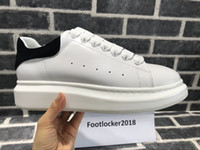 Wholesale pretty shoes - 2018 Casual Shoes Lace Up Designer Comfort Pretty Women Sneakers Casual Leather Shoes Men Womens Sneakers Extremely Durable Stability
