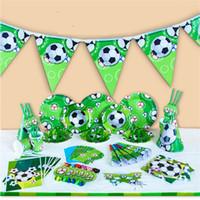 fiesta de fútbol infantil al por mayor-Kids World Cup Sports Football Theme Vajillas Fiesta de Cumpleaños Suministros Vajilla Servilletas Tazas Mantel Flag Party Decoration 35 7dk Z