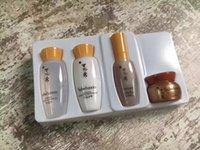 ingrosso corsa di viaggio-DHL shipping Corea marca Sulwhasoo viso toner emulsione crema essenza viaggi kit di base di piccole dimensioni 15 ml + 15 ml + 8 ml + 3.5 ml