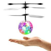 flug geführt großhandel-RC Flug Spielzeug RC Flying Ball Mini Heli Drohne leuchten Flugzeug Hubschrauber elektronische Ball Shinning LED-Beleuchtung Spielzeug für Kinder