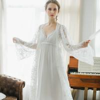 ingrosso bei vestiti lunghi sexy-Inverno sexy pigiama 2 pezzi Robe bella abito di pizzo sling timbro lunga camicia da notte bianca Abito Imposta le donne dormono vestito da notte usura