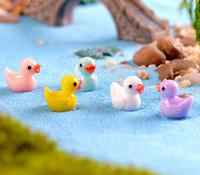 ingrosso miniature anatre-50pcs / lot Cute Ducks Miniatures PVC Action Figures Animal Figurines Micro Paesaggio Mini Figurine Dollhouse Fairy Garden Decor