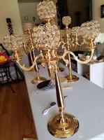 ingrosso centrotavola in metallo-Centrotavola alto in metallo e cristallo con candelabri in cristallo. Portacandele in argento dorato con 5 candelabri centrotavola centrotavola