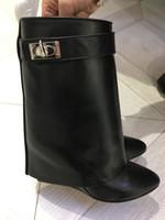 ankle boots para mulheres curtas venda por atacado-Designer de luxo Metálico Tubarão Bloqueio Mulheres Botas de Tornozelo 14 Cores de Alta-salto alto Bombas De Couro Curto Botas Cinta Cunhas Sapatos Tamanho Grande