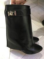 botines de zapatos de cuero al por mayor-Diseñador de lujo Metallic Shark Lock mujeres botines 14 colores bombas de tacón alto de cuero botines cortos correa cuñas zapatos de gran tamaño