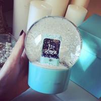 yeni yatak odası toptan satış-Yeni! Sevgililer Günü hediyesi Kar Küresi mavi T marka Kar Kubbe Küre Özel Doğum Günü için 2018 Yenilik Noel Sınırlı VIP hediye