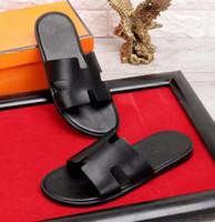 1912844f53d9c Pantofole da uomo di marca in vera pelle Nuovo stile 2018 in stile leopardo  europeo Scarpe sandali di marca di lusso con scatola taglia 38-45
