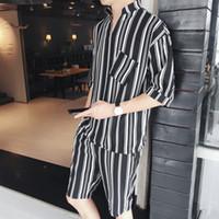 can can toptan satış-Erkek Yaz Moda Rahat V Yaka Setleri 2018 Yüksek Kaliteli Polyester Malzeme Eğilim Sosyal Erkekler Kısa Kollu Şort Set Can 105 KG