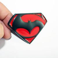 pegatinas de superman 3d al por mayor-Nuevo logotipo de superhéroes Batman y Superman de metal de coche 3D Insignia apto para emblema de rejilla de etiqueta trasera de cola de coche