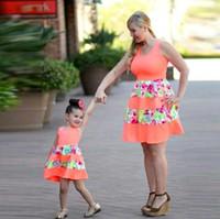 pijamas de natal da família unisex venda por atacado-2017 nova moda família conjunto acima do joelho mãe filha vestido mãe e filha vestidos roupas família roupas família verão olhar