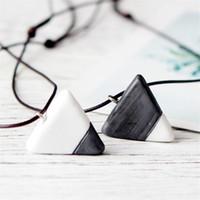 белое треугольное ожерелье оптовых-Trendy White and Black Triangle Pendant Necklace For Lover Simple Style Ceramic Charm Necklaces Couple Jewelry
