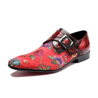 sapatos florais pretos venda por atacado-Homens de luxo Red Dress Shoes Moda Bordado Floral Apontou Toe Boat Shoes Buckle Strap Preto Lazer Sapatos Personalizados