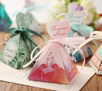 cajas de corazones cintas al por mayor-Evento nuevo Wedding Favors caja de regalo de cumpleaños Triangular Pyramid flower leaves Candy Boxes heart tags + ribbon