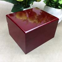 gemalte schmuckschatullen großhandel-Luxus Mode Holz Box für Uhr Zertifikat Top Geschenk Schmuck Armband Armreif Boxen Display rot Sprühfarbe Aufbewahrungskoffer Kissen ..