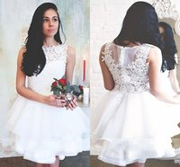Wholesale bateau neckline tops - 2018 New Bateau Neckline White Short Tiered Homecoming Dresses Sleeveless Appliqued Lace Top Zipper Back Mini Cocktail Party Gowns