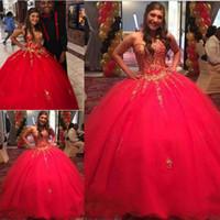 15 kleider rot geschwollen großhandel-Mädchen-süßer 16 roter Quinceanera Kleider Festzug mit den Goldappliques, die 2018 bördeln Puffy Ballkleid Vestidos De 15 Anos formales Kleid-Abschlussball-Kleider