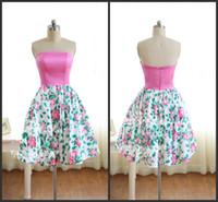 vestido linea fucsia rosa al por mayor-Sexy Strapless 2019 A-Line Mujer Fiesta Vestidos Fiesta Floral Impreso Corto Satén Vestidos de dama de honor de color rosa caliente Vestidos de baile Fucsia