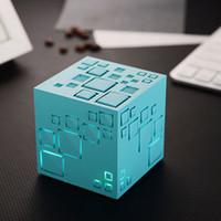 neuer würfelsprecher großhandel-Neue Qone Mini Cube Lautsprecher 3D Stereo Sound Tragbare Bluetooth Lautsprecher Drahtlose Spieluhr Unterstützung TF Karte Mit Kleinkasten Bessere Ladung 3