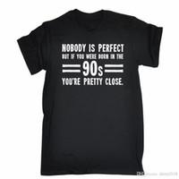 ingrosso t-shirt maniche corte-Nessuno è perfetto Nato nel 90S Youre Pretty Close T-Shirt da Uomo Tee Birthday Tatoo Lover T-Shirt