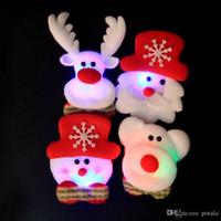 alte broschen großhandel-LED Xmas Badge Flash Spielzeug leuchtende Brosche Hochzeit Bär Elch Weihnachtsmann Weihnachten Urlaub alter Mann Dekorationen Shinning Beleuchtung Zubehör