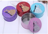 Wholesale Bride Wedding Tin Box - 200pcs Round Shape Metal Tin Material Bride Groom Candy Box Wedding Favor Gift Favours Wedding Party Free Shipping