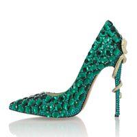 зеленые туфли на высоком каблуке оптовых-Сексуальные дамы зеленый горный хрусталь Кристалл глаза металла змея высокие каблуки насосы одно платье острым носом женщина венчания на высоком каблуке Bling свадебные туфли