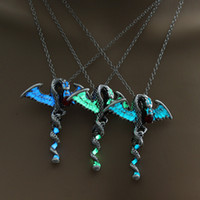 Wholesale glow dark crystals - 2018 New Glow in Dark Dragon Necklace Fluorescence Game of Thrones Dragon Pendant for Women Men 3 Colors Fluorescent Fashion Jewelry