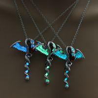 parıltılı kristal kolye toptan satış-Kolye Glow Koyu Ejderha Kolye Floresan Oyun thrones Ejderha Kolye Kadın Erkek 3 Renkler Floresan Moda Takı