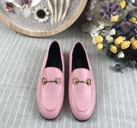 zapatos marrones para damas al por mayor-Zapatillas de cuero con fondo plano 2018 New Ladies, cuero genuino, parte inferior grande, 5 colores, paquete de tamaño completo 35-41, negro, blanco, marrón, rosa y rojo.