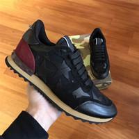 cordones de los zapatos camo al por mayor-Garavani Camuflaje Rockrunner Trainer Lace Sneaker Lona de cuero Suede Camo Zapatos para correr al aire libre Sneakers Zapatos casuales para hombres 213