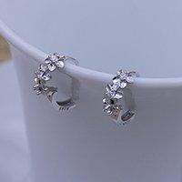 ohrringe schleifen großhandel-Shellhard Kristalle Blume Kreise Ohrring Mode Silber Überzogene CZ Loops Kleine Huggie Creolen Für Frauen Schmuck