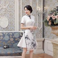 69d92ef9c7 Nuevo verano sexy satén blanco chino nacional QiPao Vietnam Ao Dai vestido  de señora manga corta impresión apretado vestido corto S-2XL AD4-A