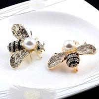 ingrosso perni gialli-10pcsxquisite Yellow Enamel Big Bumble Pin Spilla d'ape con bianco perla d'acqua dolce Risvolto perno di sicurezza