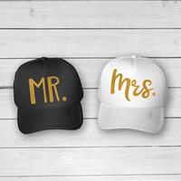 regalos de la fiesta del novio al por mayor-MrMrs novios glitter camionero sombreros gorras Bachelorette boda favor regalos decoraciones nupciales fiesta de la ducha