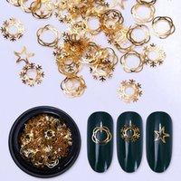 ingrosso ornamenti di fiocco di neve oro-Xmas Snowflake Gold Metal Hollow Studs Rivetti per unghie Star Flower Manicure 3D Nail Art Decoration