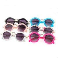 óculos brancos para meninas venda por atacado-Crianças Polígono Sunglasses Hot Summer New Arrival Moda Meninos Meninas Branco Preto UV400 Óculos de Sol Moda Quadro Crianças Óculos 6 Cores