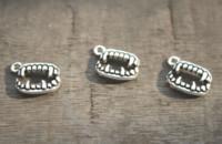 charme pingente de dente venda por atacado-40 pçs / lote - Encantos Caninos, Antique Tibetano Prata Vampiro Dentes charme pingentes 16x13mm