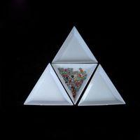 weiße plastikboxen großhandel-Nagel-Werkzeuge weiße Kunststoff-Dreieck Runde Sortierkästen Punkt Diamantscheibe Nail Art Strass Perlen Crystal Tools Storage Box