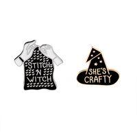 ingrosso cappelli da strega neri-Black Witch Hat And Sititch Sweater Spilla smaltata She's Crafty / Stitch and Witch Bavero spilla Ragazza Badge Denim Collar Accessori