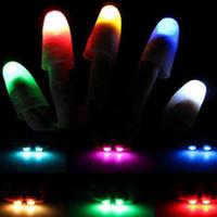 lumières magiques au doigt achat en gros de-Bright Finger Lights Close Up Thumbs Finger Trick Magic Light Apparaissant Lumière Décoration de fête Enfants Jouets AAA328