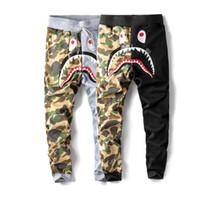 tasarım joggers sweatpants toptan satış-Erkekler Köpekbalığı Ağız Sweatpants Kontrast Renk Comoflage Pantolon Marka Tasarım Hip Hop Jogger Spor Pantolon Erkekler Elastik Bel Trous
