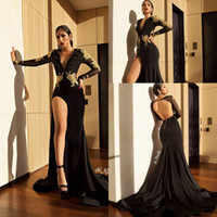 vestido abierto con abertura en la espalda al por mayor-Sexy Black High Slit Prom Vestidos de fiesta 2018 Apliques de encaje dorados Sirena Sheer Mangas largas Cuello en V profundo Volver espalda Vestidos de noche