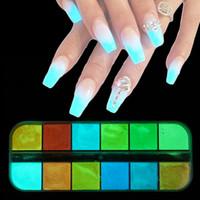 cor pó polonês venda por atacado-1 caixa Fluorescente Nail Art Glitter Em Pó Brilho Luminoso No Escuro Decoração de Unhas Manicure Gel UV Polonês DIY Poeira Nova 12 Cor