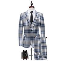 britische anzüge für männer großhandel-Der dünne Anzug des britischen gestreiften Männergeschäfts, Nachtklub bewirtete Leistungskleid, dreiteilige Klage des Bräutigamhochzeitskleides