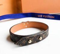 coffrets en cuir achat en gros de-Vente chaude en cuir véritable bracelet avec V design pour les femmes bracelet mode mariage bijoux cadeau avec boîte d'origine PS6243