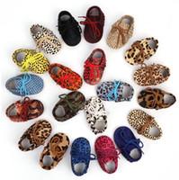 yenidoğan leopar ayakkabıları toptan satış-Hakiki Deri Bebek Erkek Moccasins Ayakkabı Yumuşak Moccs Beşik Babe Leopar At Kılı Sneakers Yenidoğan Çocuklar Kız Için 0-2 T