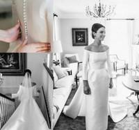 mantel hochzeitskleid ärmel bedeckt großhandel-Vintage Long Sleeves Brautkleider Brautkleider Schulterfrei Satin Zug Falten Mantel Strand Formale Brautkleid Zurück Covered Button Kleid